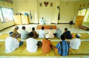 Santri Panti Asuhan Al Hakim Sinar Melati Yogyakarta Belajar Bahasa Arab Bersama Ustad Uzi