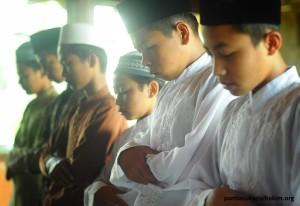 Sholat Berjamaah Dengan Imam Ustad Uzi (3)