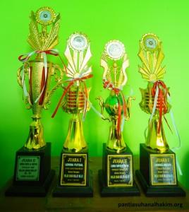 Piala  Bagi Siswa Berprestasi