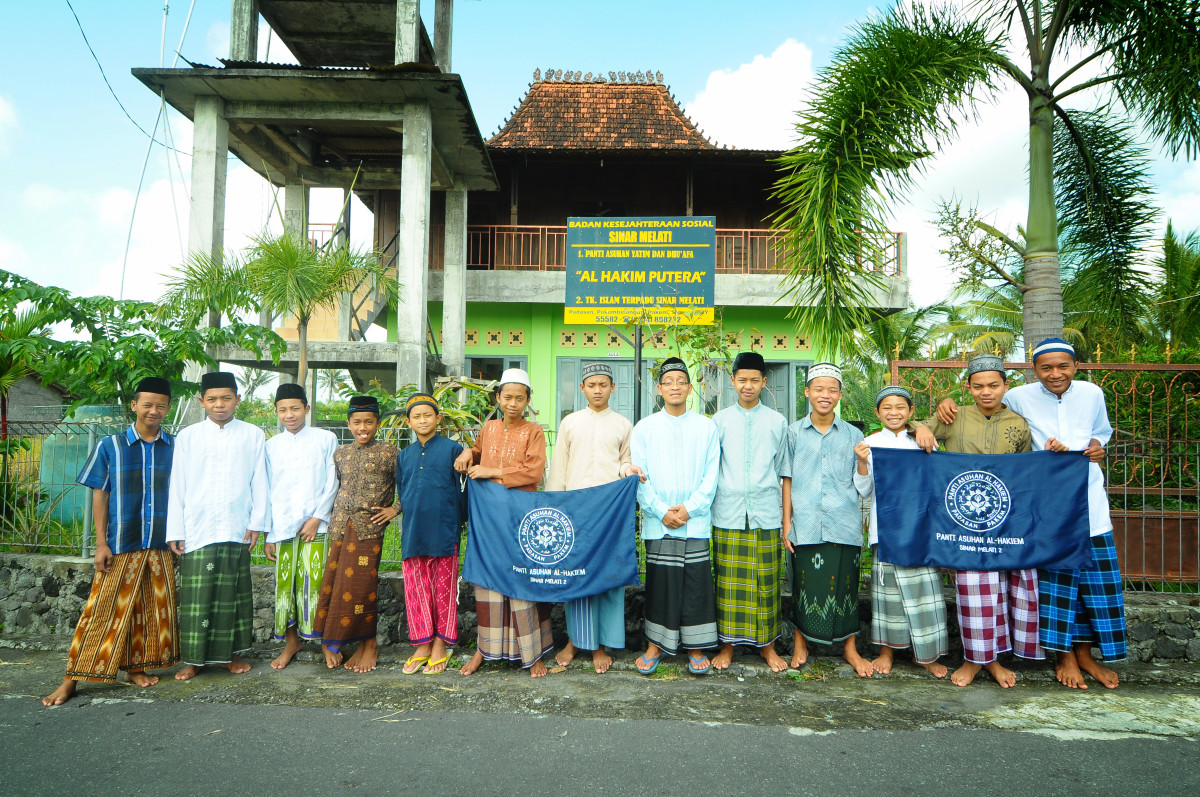 Foto Bersama - Panti Asuhan Al Hakim, Padasan, Pakembinangun, Pakem, Sleman, Yogyakarta